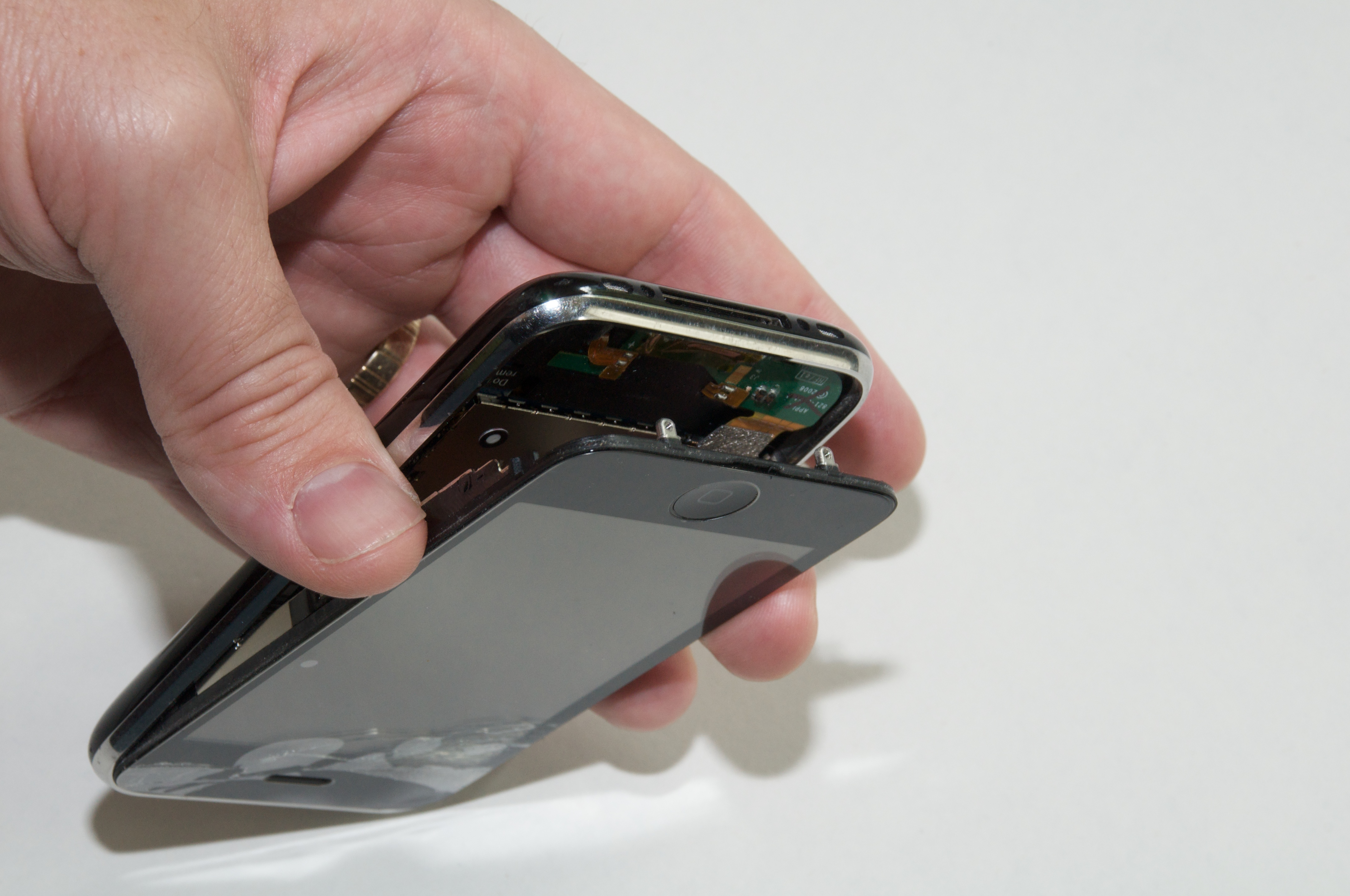 how to replace a cracked iphone 3g screen tidbits. Black Bedroom Furniture Sets. Home Design Ideas