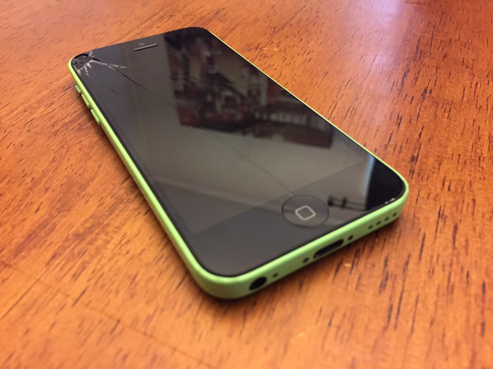 iphone 5c cracked screen how to replace a iphone 5c screen with screasy 1794