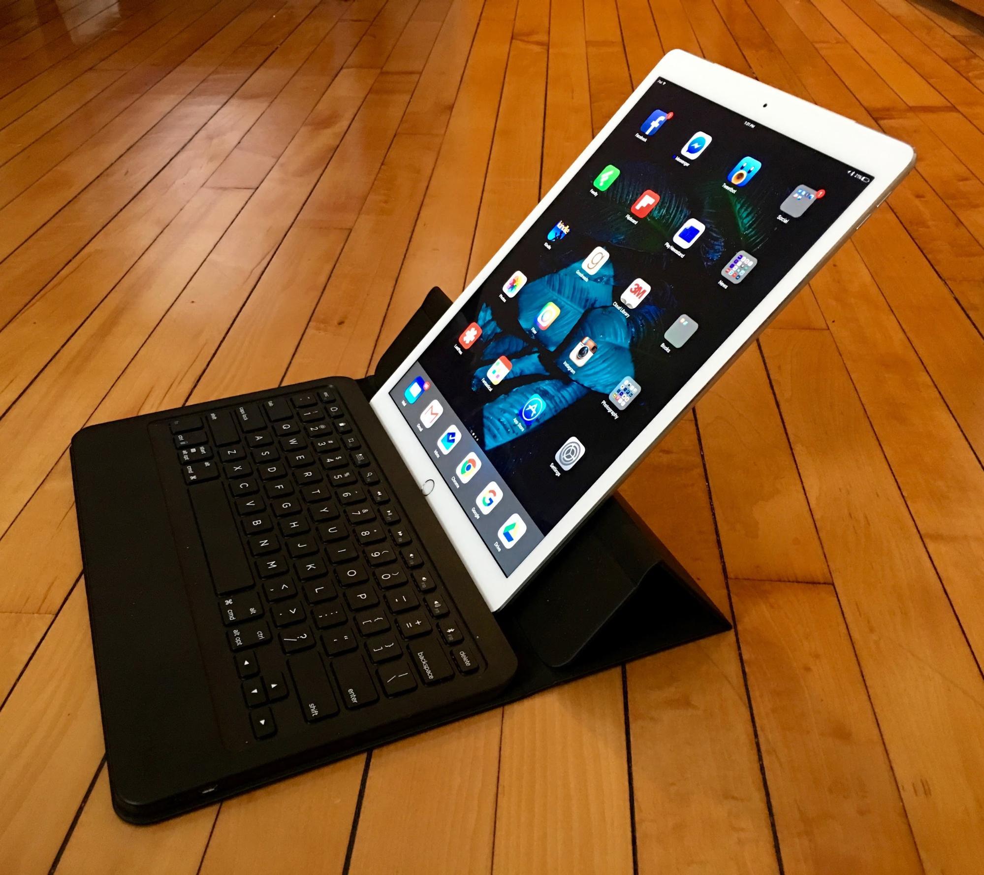 three alternatives to the ipad pro s smart keyboard tidbits. Black Bedroom Furniture Sets. Home Design Ideas