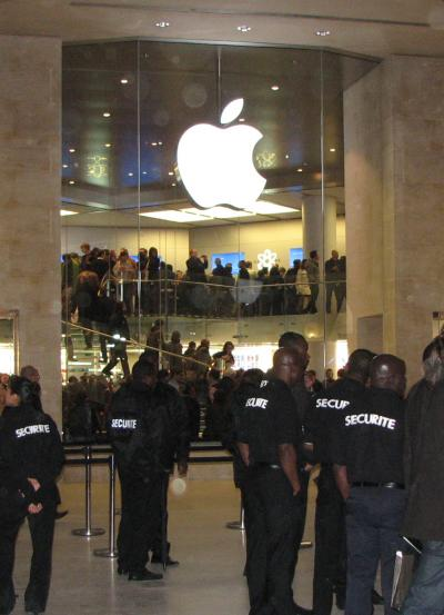tn10732_Apple_Store_Paris.jpg