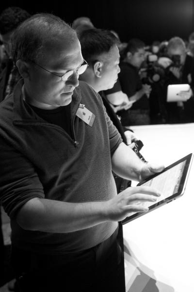 Glenn_Demoing_iPad