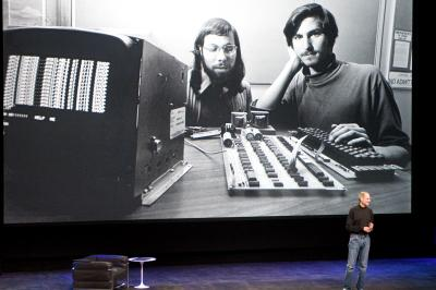 Steve_Jobs_Onstage_with_Young_Steve_Jobs