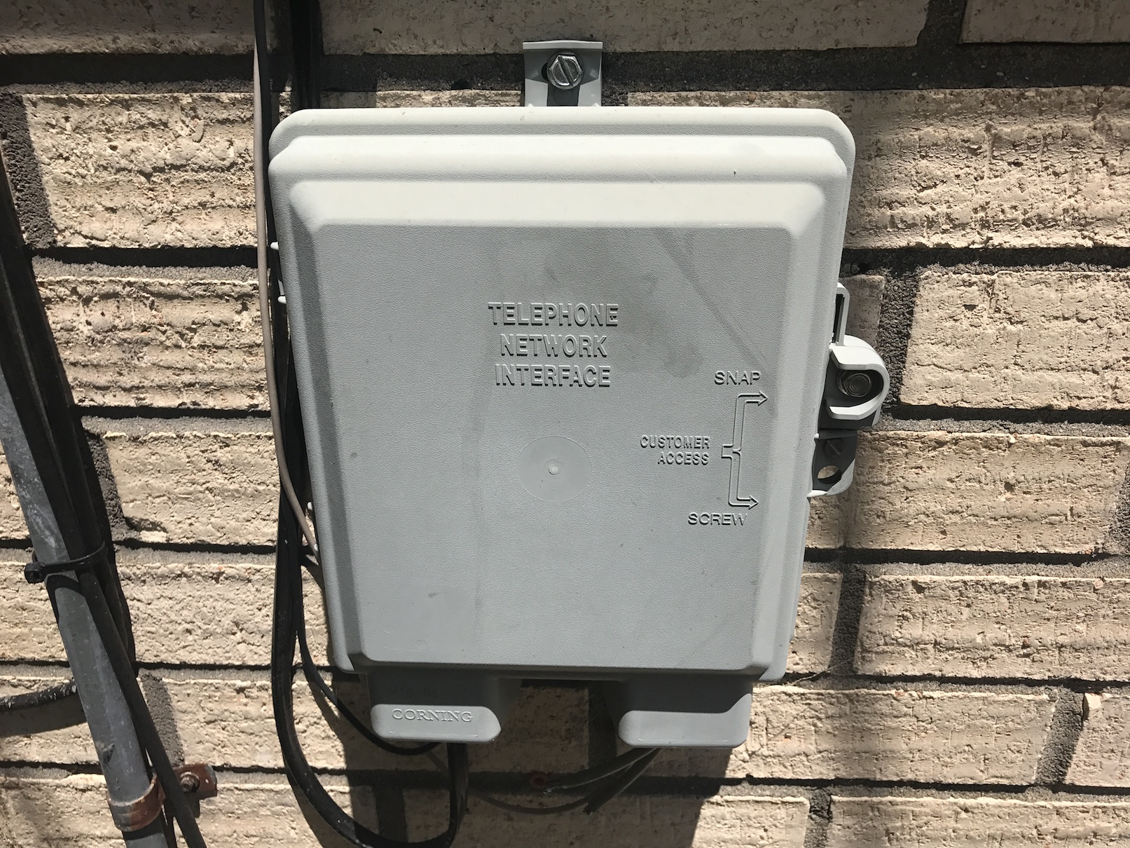 How to ensure high speed internet access when buying a new home in my experience comcast boxes arent labeled theyre just plain gray but theyre usually easy to open i had to duct tape mine together to see if freerunsca Gallery