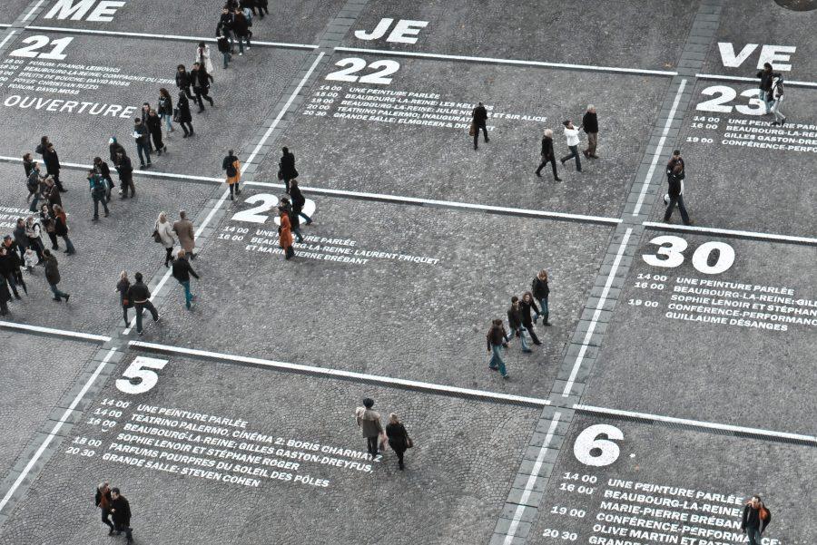 Photo of the Centre Pomidou with a calendar overlaid