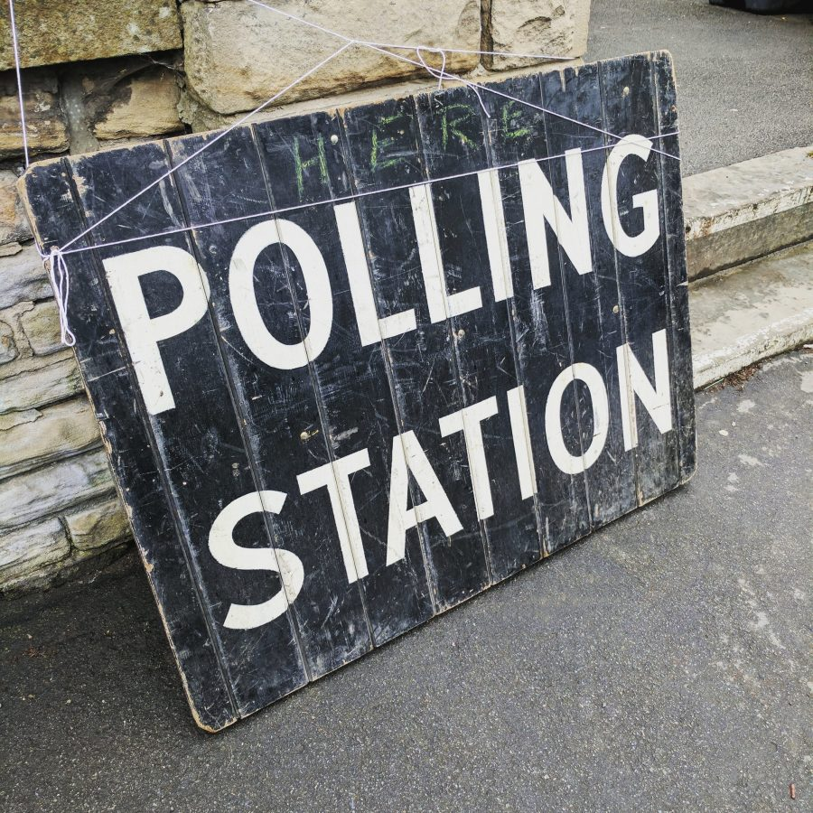 Photo of a polling station sign
