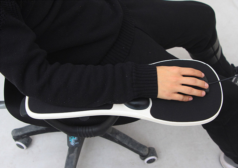 Relieve RSI Pain with This Armrest Mouse Pad