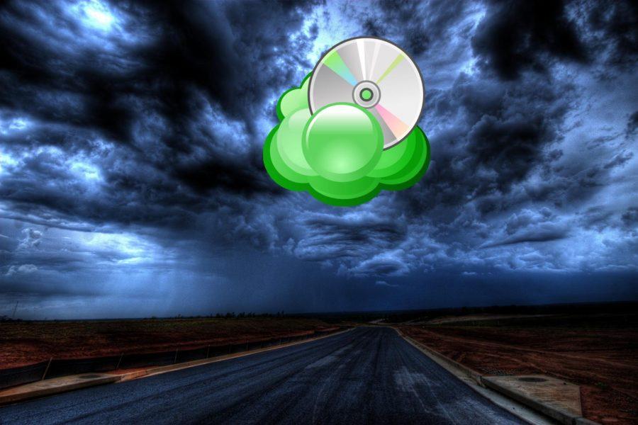 A disc in a green cloud.