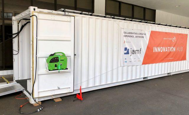 Foto van de container waar de Innovation Hub in verscheept wordt