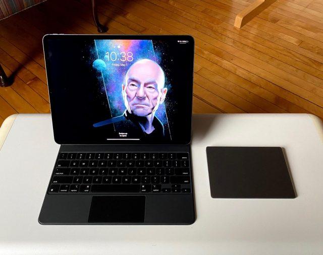 Het Magic Keyboard naast de Magic Trackpad